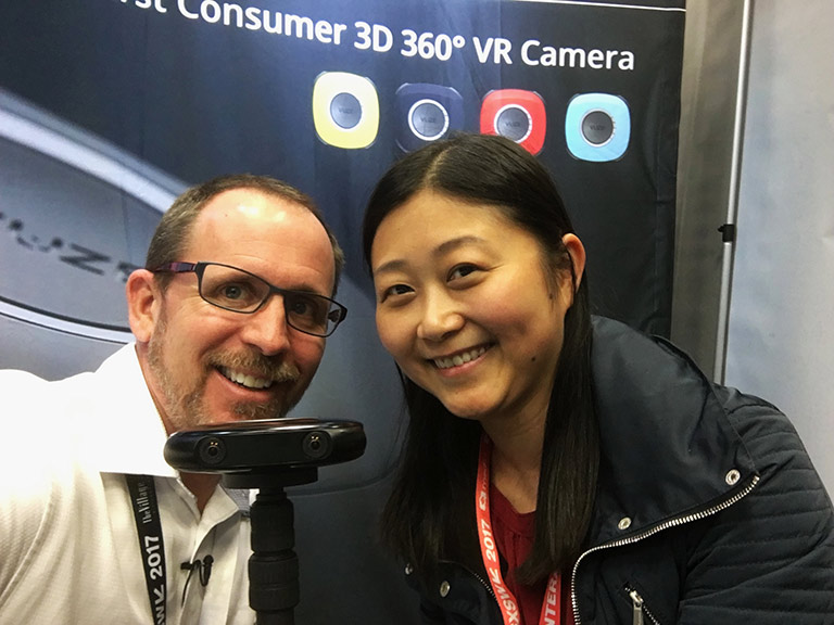 Carve clients Jim (Vuze) and Elaine (Visbit) exchanging demos at SXSW 2017